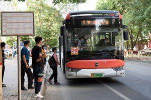 ابتداء من يوم الثلاثاء، ستبدأ الحافلات وسيارات الأجرة في كورلا بالعودة إلى حركة المرور الطبيعية.