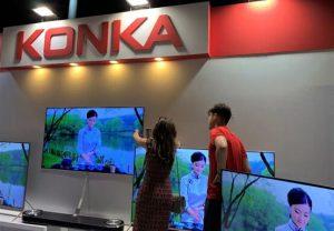 المستهلكون المصريون وهم بصدد اختيار المنتجات في متاجر كونكا. ليو هوي / صحيفة الشعب اليومية